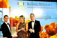 13-5-2015 - AMSTERDAM  - Koningin Máxima reikt in De Nederlandsche Bank in Amsterdam de Koning Willem I Prijs 2014 en de Koning Willem I Plaquette voor Duurzaam Ondernemerschap 2014 uit. De Koning Willem I Prijs is een ondernemingsprijs die sinds 1958 tweejaarlijks wordt toegekend door de Koning Willem I Stichting. Tot 2013 was de Prins van Oranje erevoorzitter van de stichting. Koningin Máxima heeft deze taak overgenomen. COPYRIGHT ROBIN UTRECHT