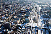 Nederland, Utrecht, Utrecht, 31-01-2010; Centraal Station Utrecht en Hoog Catherijne, spoorwegknooppunt; links de city van Utrecht<br /> Central Station Utrecht en shopping mall Hoog Catherijne, railway junction;<br /> city centre Utrecht <br /> luchtfoto (toeslag), aerial photo (additional fee required)<br /> foto/photo Siebe Swart