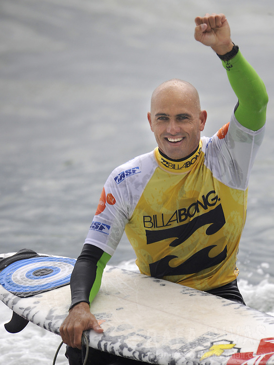 US surfer Kelly Slater celebrates after winning his heat of the second round of the ASP Billabong pro Mundaka surfing world championship, on October 3, 2008, in the northern Spanish Basque village of Mundaka. Slater has won his ninth world championship after winning today's heat. RAFA RIVAS