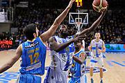 DESCRIZIONE : Campionato 2014/15 Dinamo Banco di Sardegna Sassari - Vanoli Cremona<br /> GIOCATORE : Shane Lawal<br /> CATEGORIA : Tiro Penetrazione Sottomano<br /> SQUADRA : Dinamo Banco di Sardegna Sassari<br /> EVENTO : LegaBasket Serie A Beko 2014/2015<br /> GARA : Dinamo Banco di Sardegna Sassari - Vanoli Cremona<br /> DATA : 10/01/2015<br /> SPORT : Pallacanestro <br /> AUTORE : Agenzia Ciamillo-Castoria / Luigi Canu<br /> Galleria : LegaBasket Serie A Beko 2014/2015<br /> Fotonotizia : Campionato 2014/15 Dinamo Banco di Sardegna Sassari - Vanoli Cremona<br /> Predefinita :