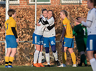 FODBOLD: Mille Pedersen og Katja Nielsen (Herlufsholm GF) jubler efter scoringen til 0-1 under kampen i Sjællandsserien mellem Ølstykke FC og Herlufsholm GF den 9. april 2019 på Ølstykke Stadion. Foto: Claus Birch
