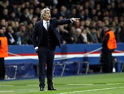 Manchester City Manager Manuel Pellegrini points to his players - Mandatory by-line: Robbie Stephenson/JMP - 06/04/2016 - FOOTBALL - Parc des Princes - Paris,  - Paris Saint-Germain v Manchester City - UEFA Champions League Quarter Finals First Leg