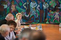 DEU, Deutschland, Germany, Berlin, 18.10.2017: Bundesverteidigungsministerin Dr. Ursula von der Leyen (CDU) vor Beginn der 165. Kabinettsitzung im Bundeskanzleramt.