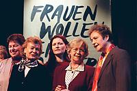 08 MAR 2000, BERLIN/GERMANY:<br /> Ursula Engelen-Kefer (2. v.L.) Stellv. Vorsitzende Deutscher Gewerkschaftsbund, DGB, Jutta Limbach (4.v.L.) Präsidentin Bundesverfassungsgericht, und Herta Däubler-Gmelin (5.v.L.), SPD, Bundesjustizministerin, Frauenpolitischer Aschermittwoch des DGB, Hackesche Höfe<br /> IMAGE: 20000308-02/01-06<br /> KEYWORDS: Herta Daeubler-Gmelin