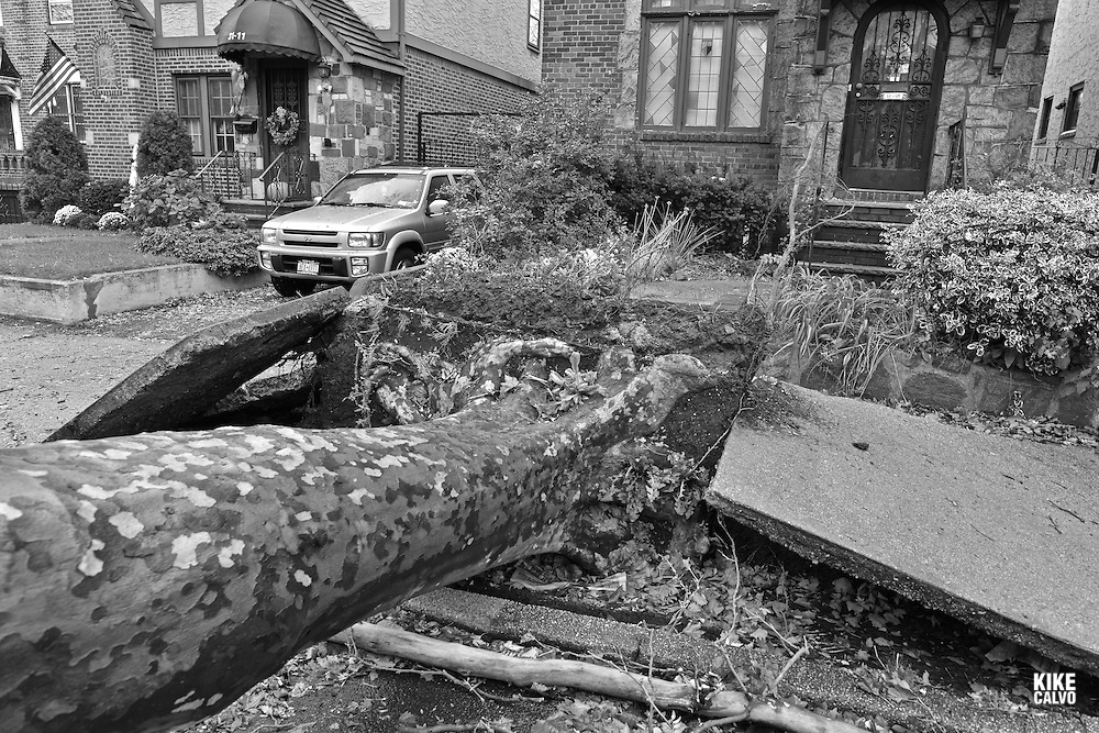 Aftermath of the tropical super storm Hurricane Sandy, Queens, New York, United States - October 30,  2012 (Kike Calvo via AP Images)