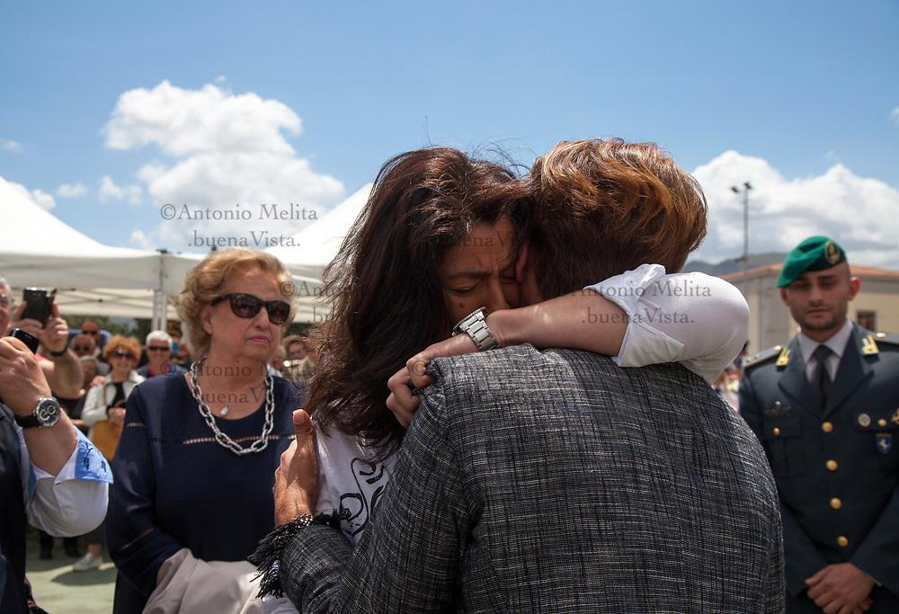 Rosalba Terrasi, vedova dell'agente Rocco Dicillo, abbraccia Tina Montinaro, vedova del caposcorta Antonio Montinaro uccisi nella strage di Capaci del 23 maggio 1992.