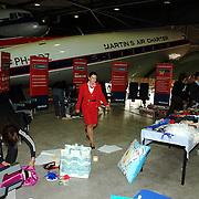 NLD/Amsterdam/20051208 - BN´ers beschilderen Martinair vliegtuigstoelen, actie Pimp my Chair voor de veiling SOS Kinderdorpen,