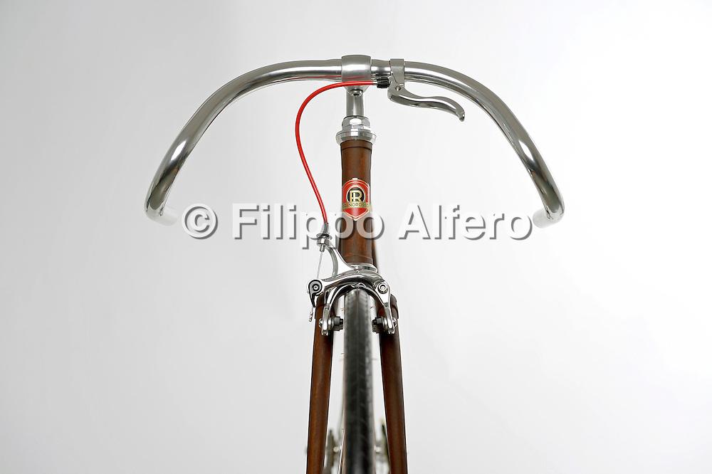 &copy; Filippo Alfero<br /> Frenorosso biciclette - dettagli in studio<br /> Torino, 13/03/2013