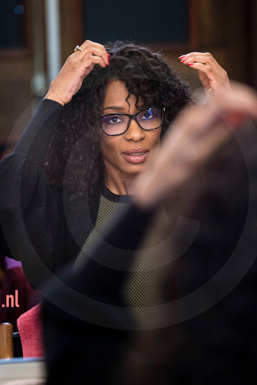 Nederland, Enschede, 10mrt2017<br /> interview met Silvana Simons van de partij Artikel1. Zij werd uitgenodigd nadat T.Kuzu van DENK op het laatste moment niet geinterviewd wilde worden in de interviewreeks 'van Torentje naar Torentje' van TCTubantia op de Universiteit Twente. Simons werd door iemand uit het publiek bevraagd naar haar tijd bij DENK en het standpunt van die partij inzake de Armeense genocide. Simons bood haar  excuses aan voor die misstap.