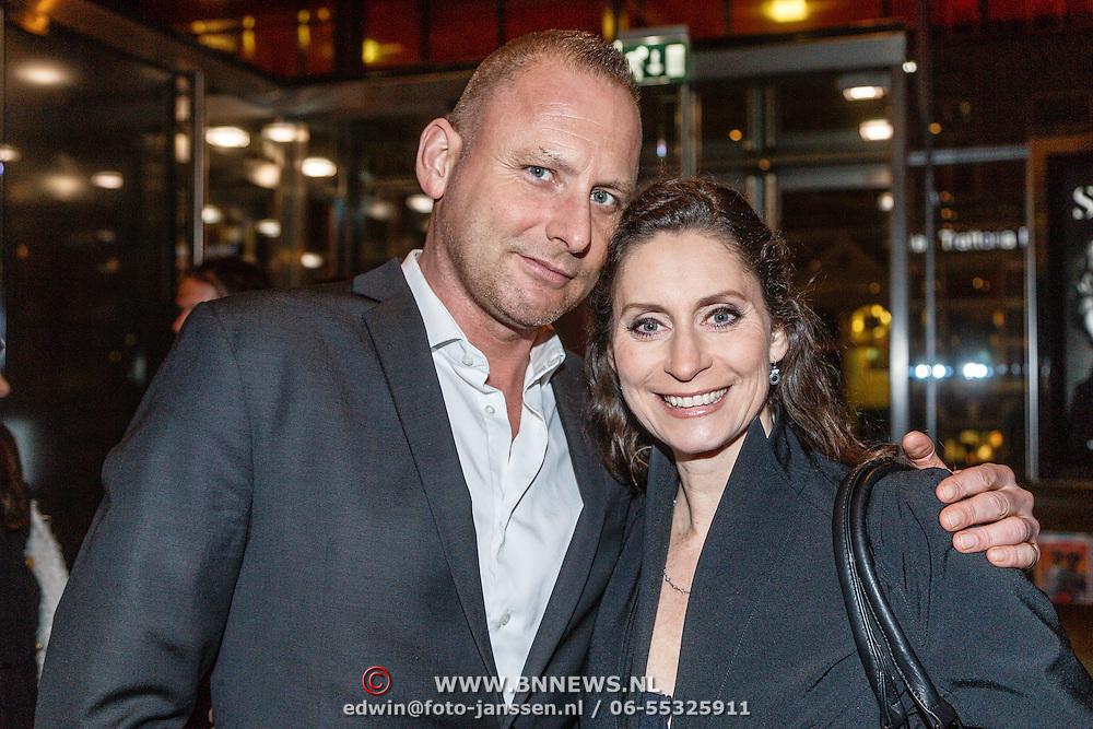 NLD/Amsterdam/20160203 - Premiere Simone, Pia Douwes en partner Sander Verheijen