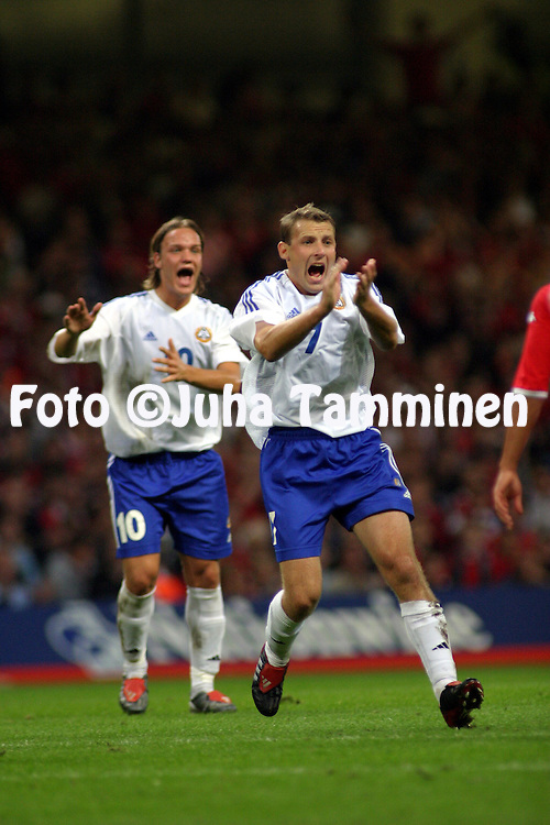 10.09.2003, Millenium Stadium, Cardiff, Wales..UEFA European Championship Qualifying match, Wales v Finland..Mika Nurmela ja Mika V?yrynen protest after a handball inside the Welsh penalty area, which the referee did not see..©Juha Tamminen