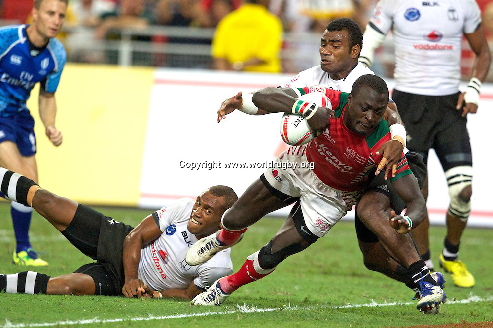 Kenya's Collins Injera scores in the Cup final in Singapore.<br /> Day 2 - Round 9 of the HSBC Sevens Rugby World Series in Singapore, 16-17 April 2016. Photo credit: www.worldrugby.org