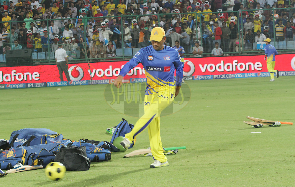 MS Dhoni captain of The Chennai Superkings during match 26 of the Pepsi Indian Premier League Season 2014 between the Delhi Daredevils and the Chennai Superkings held at the Ferozeshah Kotla cricket stadium, Delhi, India on the 5th May  2014<br /> <br /> Photo by Arjun Panwar / IPL / SPORTZPICS<br /> <br /> <br /> <br /> Image use subject to terms and conditions which can be found here:  http://sportzpics.photoshelter.com/gallery/Pepsi-IPL-Image-terms-and-conditions/G00004VW1IVJ.gB0/C0000TScjhBM6ikg
