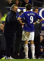 Photo: Paul Thomas.<br /> Everton v West Ham United. The Barclays Premiership. 03/12/2006.<br /> <br /> David Moyes (L), manager of Everton talks to James Beattie.