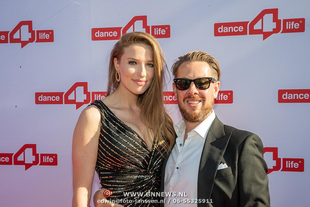 NLD/Amsterdam/20190705 - inloop Dance4Life Benefietgala 2019, Selwyn Senatori  en partner Irene Klaassen