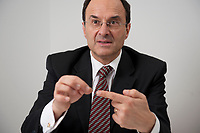 2012, BERLIN/GERMANY:<br /> Dennis J. Snower, Wirtschaftswissenschaftler, Praesident Instituts für Weltwirtschaft, IfW, Kiel und Professor fuer theoretische Volkswirtschaftslehre Christian-Albrechts-Universitaet, Kiel, waehrend einem Interview, Hauptstadtbuero G+J Wirtschaftsmedien<br /> IMAGE: 20120112-01-017<br /> KEYWORDS: Dennis Snower