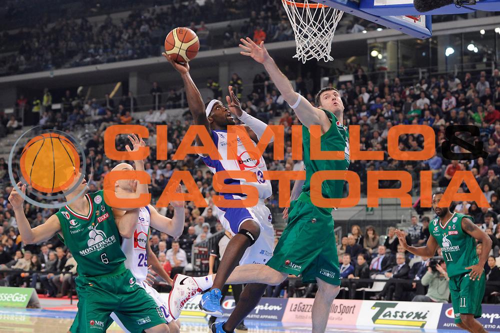 DESCRIZIONE : Torino Coppa Italia Final Eight 2012 Finale Montepaschi Siena Bennet Cantu <br /> GIOCATORE : Doron Perkins<br /> CATEGORIA : tiro penetrazione scelta<br /> SQUADRA : Bennet Cantu<br /> EVENTO : Suisse Gas Basket Coppa Italia Final Eight 2012<br /> GARA : Montepaschi Siena Bennet Cantu<br /> DATA : 19/02/2012<br /> SPORT : Pallacanestro<br /> AUTORE : Agenzia Ciamillo-Castoria/C.De Massis<br /> Galleria : Final Eight Coppa Italia 2012<br /> Fotonotizia : Torino Coppa Italia Final Eight 2012 Finale Montepaschi Siena Bennet Cantu<br /> Predefinita :