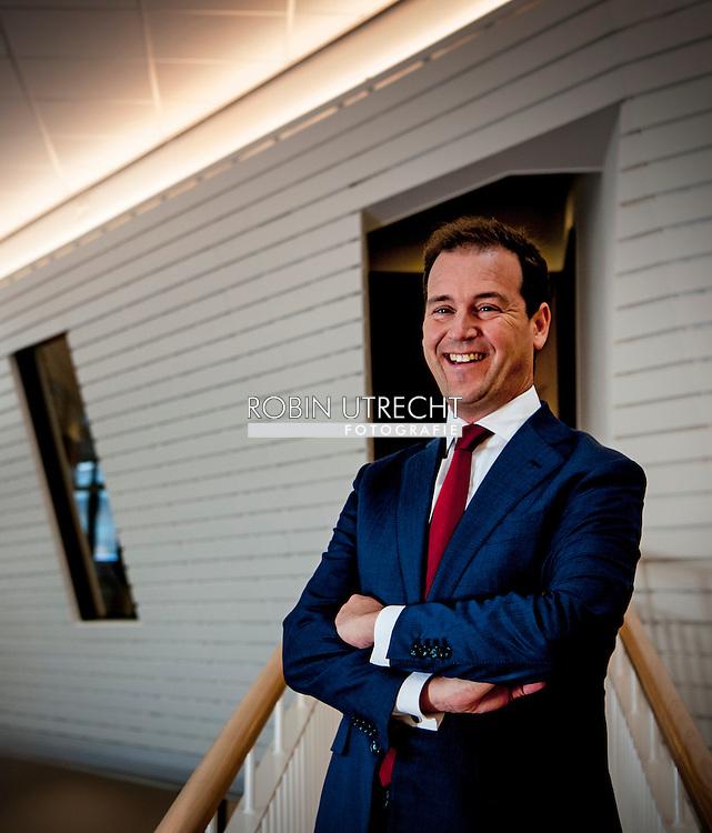 eigen amsterdam - Vicepremier Lodewijk Asscher heeft op een bijeenkomst op het Calvijn College bekend gemaakt dat hij wil lijsttrekker worden van de PvdA bij de komende verkiezingen. copyright robin utrecht