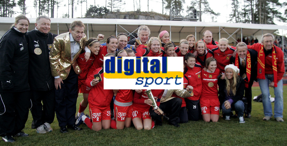 Fotball Kvinner<br /> toppserien<br /> 03.11.07<br /> R&oslash;a Seriemester 2007<br /> Sofiemyr stadion<br /> Kolbotn - R&oslash;a<br /> <br /> Foto - Kasper Wikestad