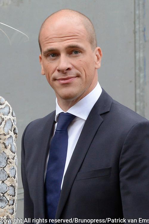 Prinsjesdag 2013 - Aankomst Parlementari&euml;rs bij de Ridderzaal op het Binnenhof.<br /> <br /> Op de foto: fractievoorzitter van de PVDA Diederik Samsom