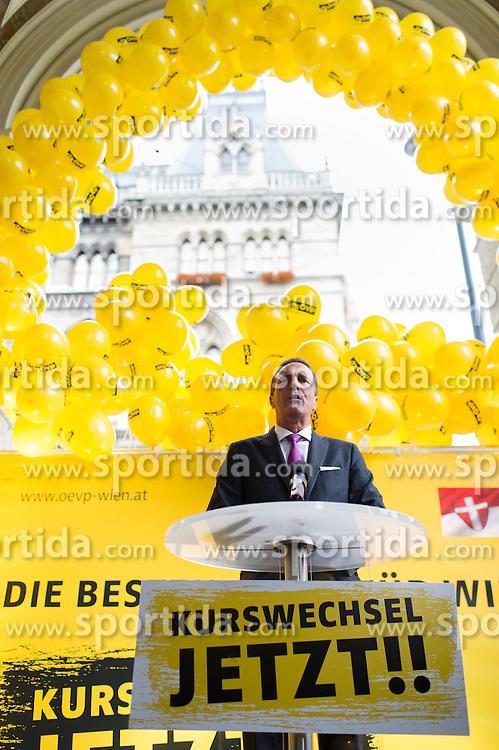 08.10.2015, Rathausplatz, Wien, AUT, ÖVP, Abschlusskundgebung zur Wien-Wahl 2015. im Bild Spitzenkandidat und ÖVP Wien Chef Manfred Juraczka // during election campaign final of the austrian people´s party in Vienna, Austria on 2015/10/08. EXPA Pictures © 2015, PhotoCredit: EXPA/ Michael Gruber