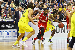 15.11.2015, Mercedes Benz Arena, Berlin, GER, Alba Berlin vs FC Bayern Muenchen, 4. Runde, im Bild Kresimir Loncar (#10, Alba Berlin), K. C. Rivers (#5, FC Bayern Muenchen), Will Cherry (#22, Alba Berlin) // during the Beko Basketball Bundes league 4th round match between Alba Berlin and FC Bayern Muenchen at the Mercedes Benz Arena in Berlin, Germany on 2015/11/15. EXPA Pictures © 2015, PhotoCredit: EXPA/ Eibner-Pressefoto/ Hundt<br /> <br /> *****ATTENTION - OUT of GER*****