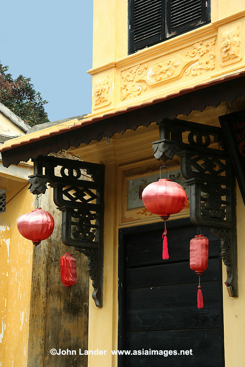 Interspersed with the Chinese and Vietnamese architectural gems are 19th century wooden houses that show both influences from east and west. Adding color to this already eclectic mixture are numerous examples of Hoi An's French Colonial past. These simple but elegant buildings, most of them well preserved or renovated.  This interesting mix of architecture has given the town its UNESCO World Heritage Status.
