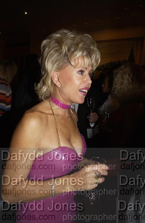 Sally Farmiloe. Unicef Toy Soldiers Gala, Grosvenor House, London.  25 September 2001. © Copyright Photograph by Dafydd Jones 66 Stockwell Park Rd. London SW9 0DA Tel 020 7733 0108 www.dafjones.com