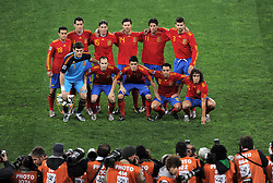 PEDRO, Sergio BUSQUETS, SERGIO RAMOS, XABI ALONSO, Joan CAPDEVILA und Gerard PIQUE. Vorne von links: Iker CASILLAS, Andres INIESTA, David VILLA, XAVI and Carles PUYOL line up before the 2010 FIFA World Cup South Africa Semi Final match between Germany and Spain at Durban Stadium on July 7, 2010 in Durban, South Africa.
