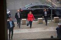 DEU, Deutschland, Germany, Berlin, 01.07.2020: Bundeskanzlerin Dr. Angela Merkel (CDU) hier nach dem Verlassen des Dienstwagens mit ihren Personenschützern auf dem Weg in den Deutschen Bundestag zur heutigen Regierungsbefragung.