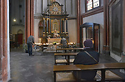 Duitsland, Xanten, 6-4-2012In dity duitse stadje vlak over de grens van nederland bij nijmegen staat een gotische dom, kerk. Xanten was ook bekend tijdens de tijd van de romeinen. Er worden kaarsen gebrand in de nis van Maria.Foto: Flip Franssen/Hollandse Hoogte