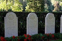 13-08-2014 NED: Militair Ereveld Grebbeberg, Rhenen<br /> Ereveld Grebbeberg is de laatste rustplaats voor meer dan 799 militairen en 1 burger die zijn gesneuveld tijdens de Tweede Wereldoorlog. Het ereveld heeft een bijzondere betekenis omdat het precies gelegen is op de plek waar in Nederland tijdens de Tweede Wereldoorlog het hevigst gevochten is.