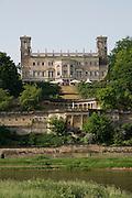 Elbeufer, Schloss Albrechtsberg, Dresden, Sachsen, Deutschland.|.Dresden, Germany, river Elbe, Albrechtsberg Castle