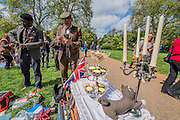 Having  lunch break at Hyde Park - The Tweed Run, a very British public bicycle ride through London's streets, with a prerequisite that participants are dressed in their best tweed cycling attire. Now in it's 8th year the ride follows a circular route from Clerkenwell via the Albert Memorial, Buckinham Palace and Westminster.