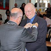 NLD/Huizen/20110429 - Lintjesregen 2011, Cees Rebel en burgemeester Fons Hertog