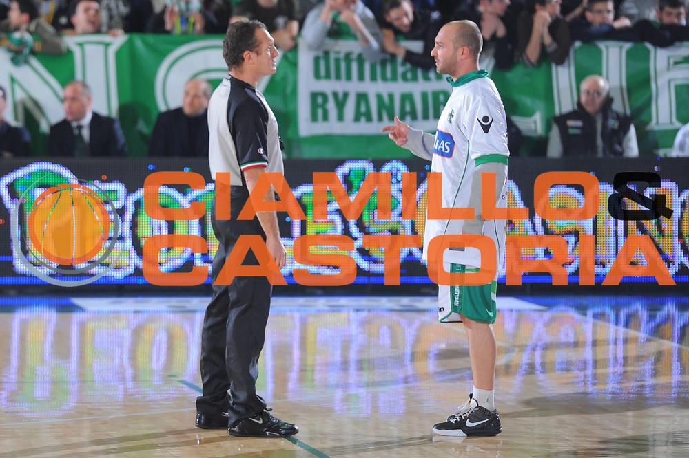 DESCRIZIONE : Avellino Campionato Lega A 2011-12 Sidigas Avellino Fabi Shoes Montegranaro<br /> GIOCATORE : arbitro<br /> CATEGORIA : pre game<br /> SQUADRA : Sidigas Avellino Fabi Shoes Montegranaro<br /> EVENTO : Campionato Lega A 2011-2012<br /> GARA : Sidigas Avellino Fabi Shoes Montegranaro<br /> DATA : 22/01/2012<br /> SPORT : Pallacanestro<br /> AUTORE : Agenzia Ciamillo-Castoria/GiulioCiamillo<br /> Galleria : Lega Basket A 2011-2012<br /> Fotonotizia : Avellino Campionato Lega A 2011-12 Sidigas Avellino Fabi Shoes Montegranaro<br /> Predefinita :