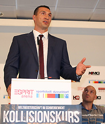 21.07.2015, Esprit Arena, Düsseldorf, GER, WBA Boxkampf, Wladimir Klitschko vs Tyson Fury, Pressekonferenz, im Bild Wladimir Klitschko mit Tyson Fury // during a pressconference of the WBA fight between Wladimir Klitschko and Tyson Fury at Esprit Arena in Düsseldorf, Germany on 2015/07/21. EXPA Pictures © 2015, PhotoCredit: EXPA/ Eibner-Pressefoto/ Schüler<br /> <br /> *****ATTENTION - OUT of GER*****