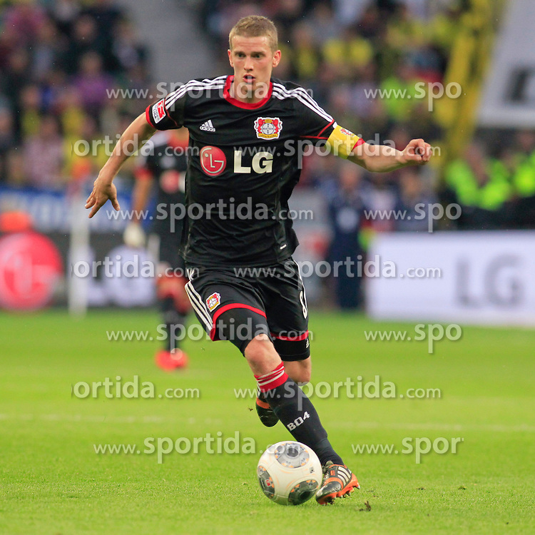 26.04.2014, BayArena, Leverkusen, GER, 1. FBL, Bayer 04 Leverkusen vs Borussia Dortmund, 32. Runde, im Bild Lars Bender (Bayer 04 Leverkusen #8) // during the German Bundesliga 32th round match between Bayer 04 Leverkusen and Borussia Dortmund at the BayArena in Leverkusen, Germany on 2014/04/26. EXPA Pictures &copy; 2014, PhotoCredit: EXPA/ Eibner-Pressefoto/ Schueler<br /> <br /> *****ATTENTION - OUT of GER*****