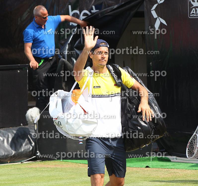 11.06.2015, Tennis Club Weissenhof, Stuttgart, GER, ATP Tour, Mercedes Cup Stuttgart, im Bild Tommy Haas ( GER ) verabschiedet sich nach der Niederlage bei den Zuschauern // during the Mercedes Cup of ATP world Tour at the Tennis Club Weissenhof in Stuttgart, Germany on 2015/06/11. EXPA Pictures &copy; 2015, PhotoCredit: EXPA/ Eibner-Pressefoto/ Langer<br /> <br /> *****ATTENTION - OUT of GER*****
