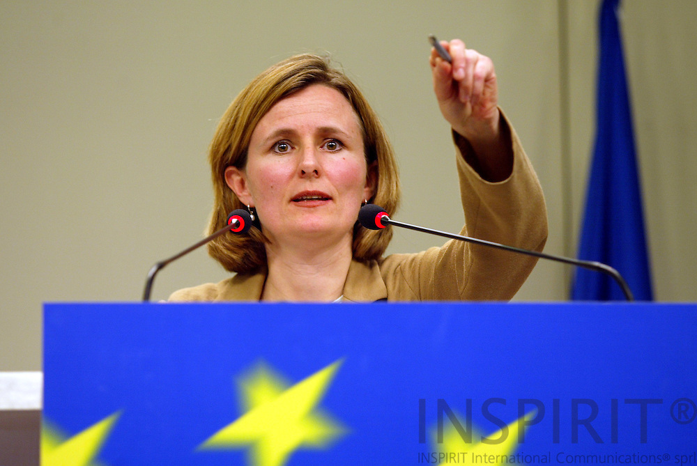 BRUSSELS - BELGIUM - 21 MARCH 2005 --Spokes Person Pia AHRENKILDE HANSEN pointing during a Press conference at Midday Briefing in the European Commission.--  PHOTO: ERIK LUNTANG / INSPIRIT PHOTO