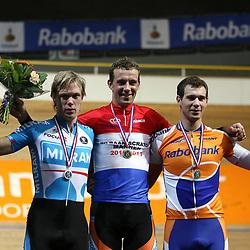 podium NK scratch kampioen Peter Schep, tweede Wim Stroetinga en derde Barry Markus
