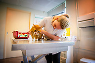 modelreleashed ROTTERDAM - behandelen behandeling  een poes kat bij de dierenarts , dierenbescherming huisdier , verzorging , arts dokter , dieren. ,  ROBIN UTRECHT<br /> animal   animal care   animals   arts   cat   Dieren   dierenarts   dierenartsen   dierenartspraktijk   dierengeneeskunde   dierenliefde   dierenverzorging   dierenziekenhuis   gewicht   Gezondheid   Huisdier   huisdieren   kat   kitten   knuffel   knuffelen   Liefde   love   Nederland   Operatie   Opleiding   pats   poes   spuitje   veterinarians   voeding   ziek