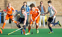 ROTTERDAM -  Derck de Vilder with Ollie Rogerson   (Eng)   Test Match Hockey : Netherlands Boys U18  v England U18 . left Simon Claris .  COPYRIGHT KOEN SUYK