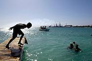 Children playing near Baby Beach and the refinery, Aruba.<br /> Spelende kinderen vlak bij Baby Beach en de raffinaderij, Aruba