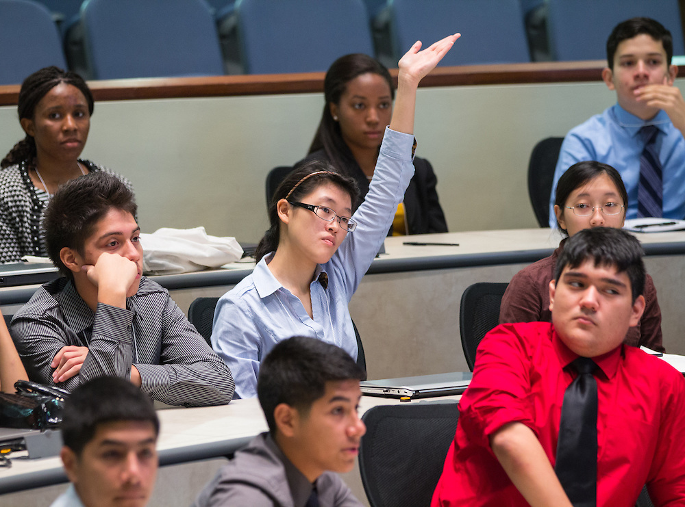EMERGE staff and college admissions experts coach HISD Students on how to have a successful interview with an Ivy League and Tier I colleges.