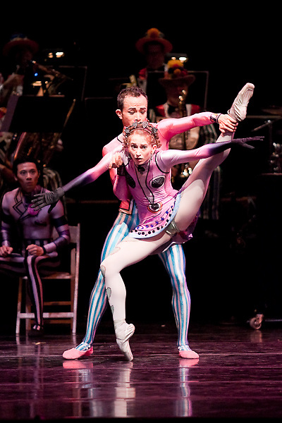 Tulsa Ballet in rehearsal for Elite Syncopations.choreography by Kenneth MacMillan..Tulsa Performing Arts Center.Tulsa, Oklahoma -- March, 2009