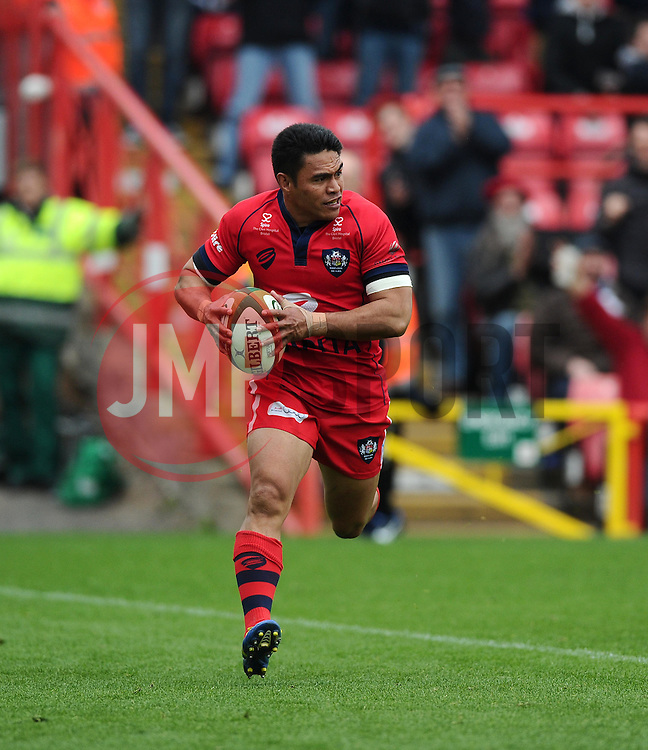Bristol Winger David Lemi scores a try after great work by Bristol replacement Nicky Robinson  - Photo mandatory by-line: Joe Meredith/JMP - Mobile: 07966 386802 - 02/05/2015 - SPORT - Rugby - Bristol - Ashton Gate - Bristol Rugby v Rotherham - Greene King IPA Championship