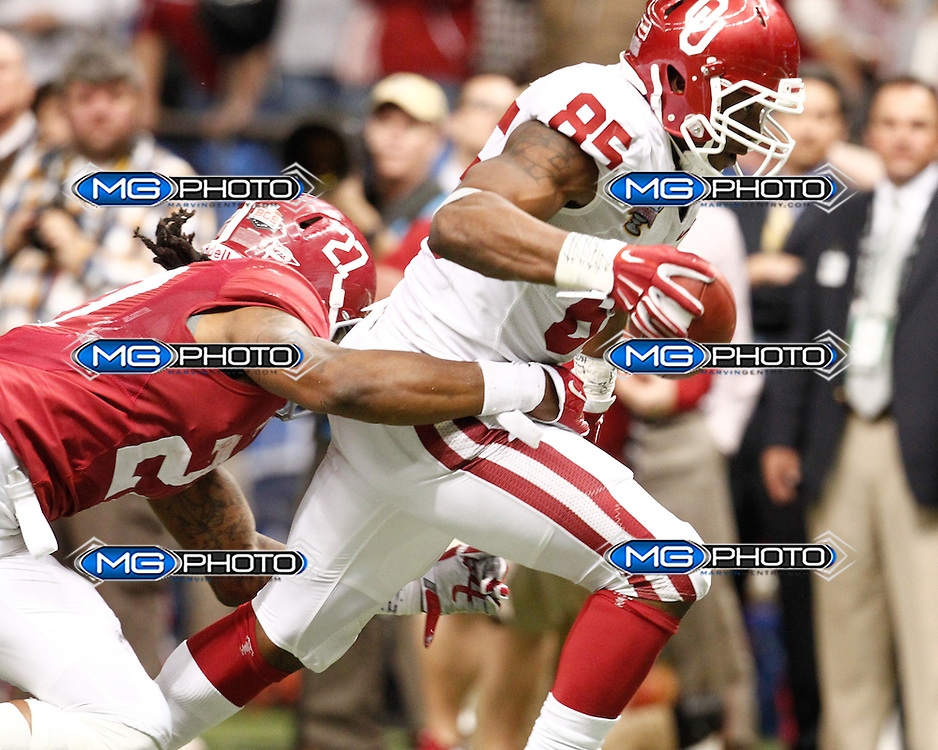 January 2, 2014; New Orleans, LA, USA; Oklahoma Sooners defensive end Geneo Grissom is hit by Alabama Crimson Tide running back Derrick Henry (27) at Louisiana Superdome. Mandatory Credit: Marvin Gentry