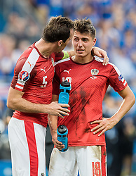 23.06.2016, Stade de France, St. Denis, FRA, UEFA Euro 2016, Island vs Oesterreich, Gruppe F, im Bild Christian Fuchs (AUT) tröstet Alessandro Schoepf (AUT) // Christian Fuchs (AUT) Alessandro Schoepf (AUT) during Group F match between Iceland and Austria of the UEFA EURO 2016 France at the Stade de France in St. Denis, France on 2016/06/23. EXPA Pictures © 2016, PhotoCredit: EXPA/ JFK