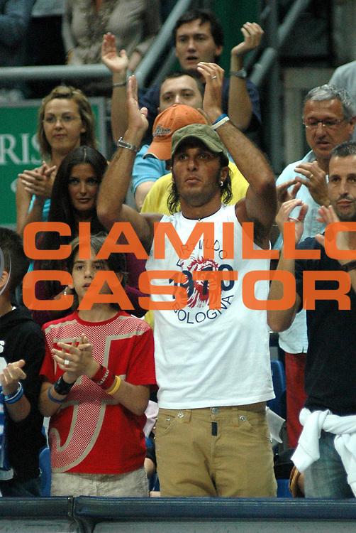 DESCRIZIONE : Bologna Lega A1 2005-06 Play Off Semifinale Gara 5 Climamio Fortitudo Bologna Carpisa Napoli <br /> GIOCATORE : Bazzani <br /> SQUADRA : Climamio Fortitudo Bologna <br /> EVENTO : Campionato Lega A1 2005-2006 Play Off Semifinale Gara 5 <br /> GARA : Climamio Fortitudo Bologna Carpisa Napoli <br /> DATA : 11/06/2006 <br /> CATEGORIA : Esultanza <br /> SPORT : Pallacanestro <br /> AUTORE : Agenzia Ciamillo-Castoria/L.Villani